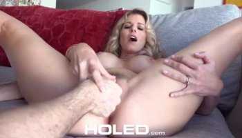 All natural milf uses a high voltage vibrator to reach orgasm